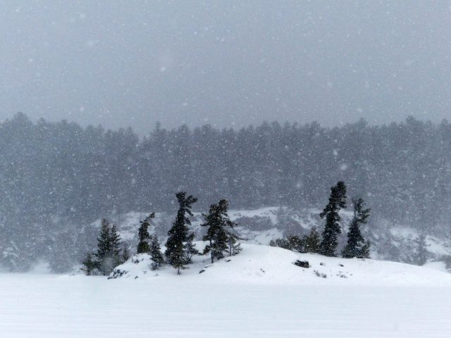 Snow Fall Bearskin Lodge