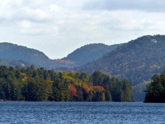Stunning Lake View Bearskin Lodge